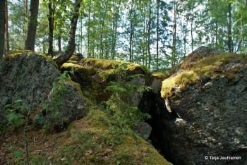 """Vommonlinnaa - kuvattuna """"aidatun alueen"""" ulkopuolelta"""