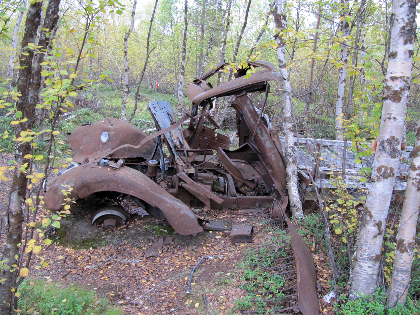Auto jäi saksalaisilta Lasarettmoenin korjaamon pihalle.