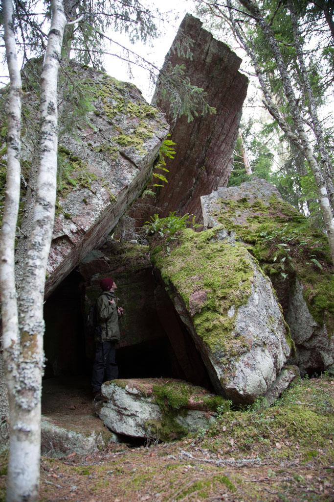 Ensimmäinen luola.