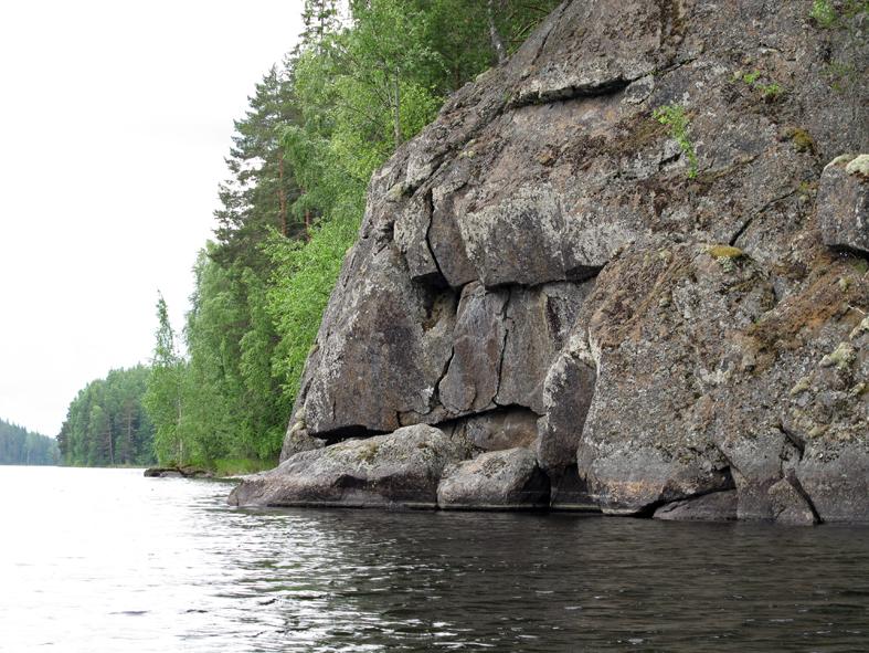 Toussunlinnan kalliosta vasemmalle bongasimme peikkomaisen naaman.