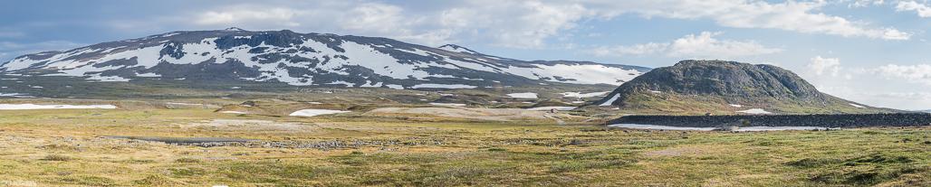 Panoraamakuva Guolasjärven parkkipaikalta.