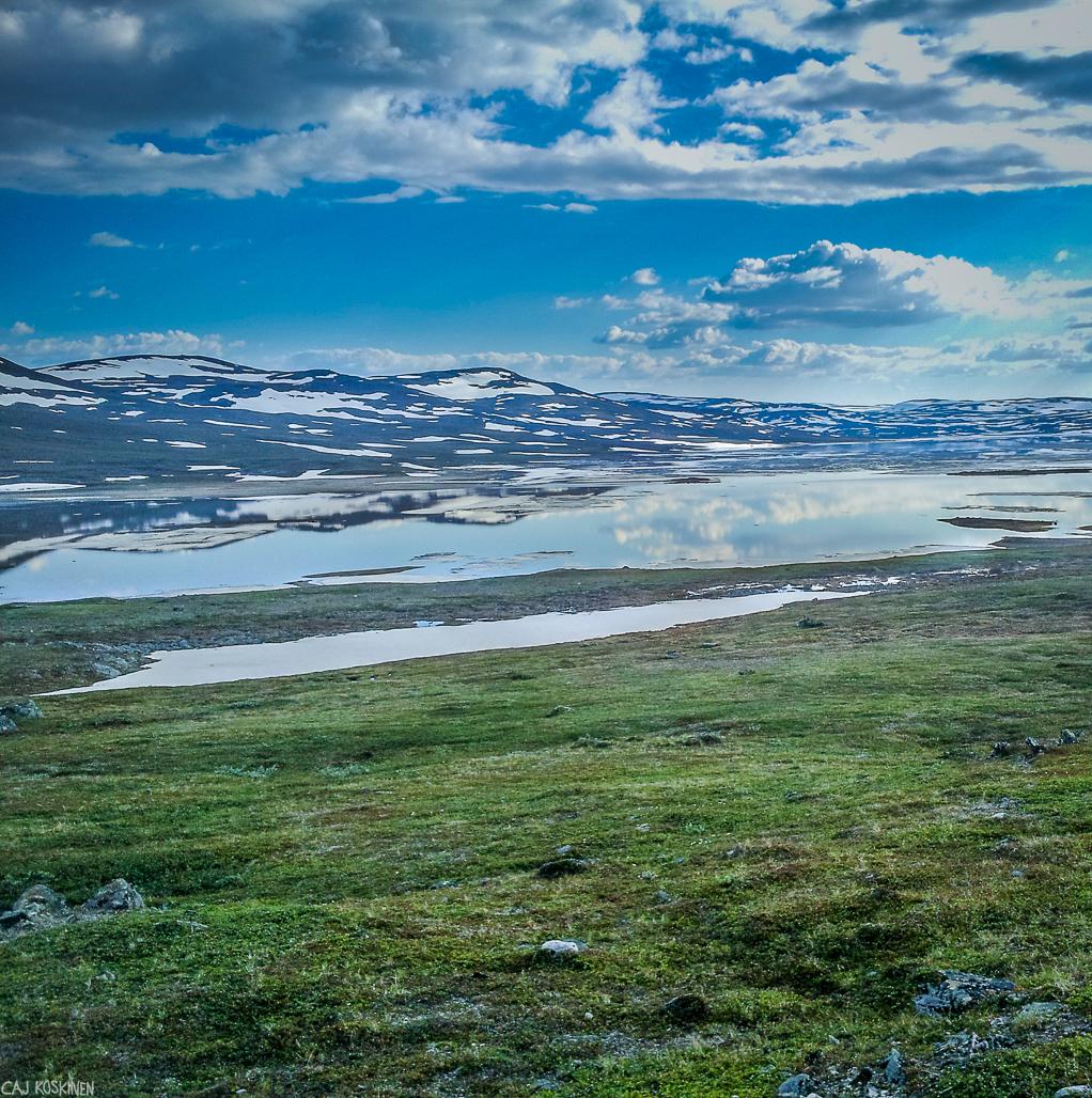 Guolasjärvi oli peilityyni. Maisemat olivat, kuin kauniista sadusta.