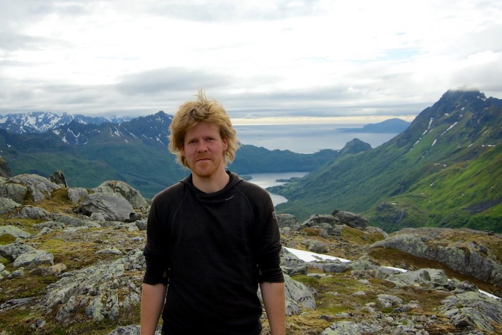 Koulun kanssa retkeilemässä Norjan Lofooteilla.
