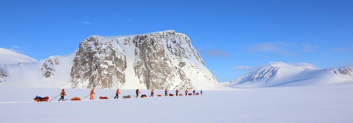 Huippuvuorilla opastamassa asiakasryhmää huhtikuussa 2015.