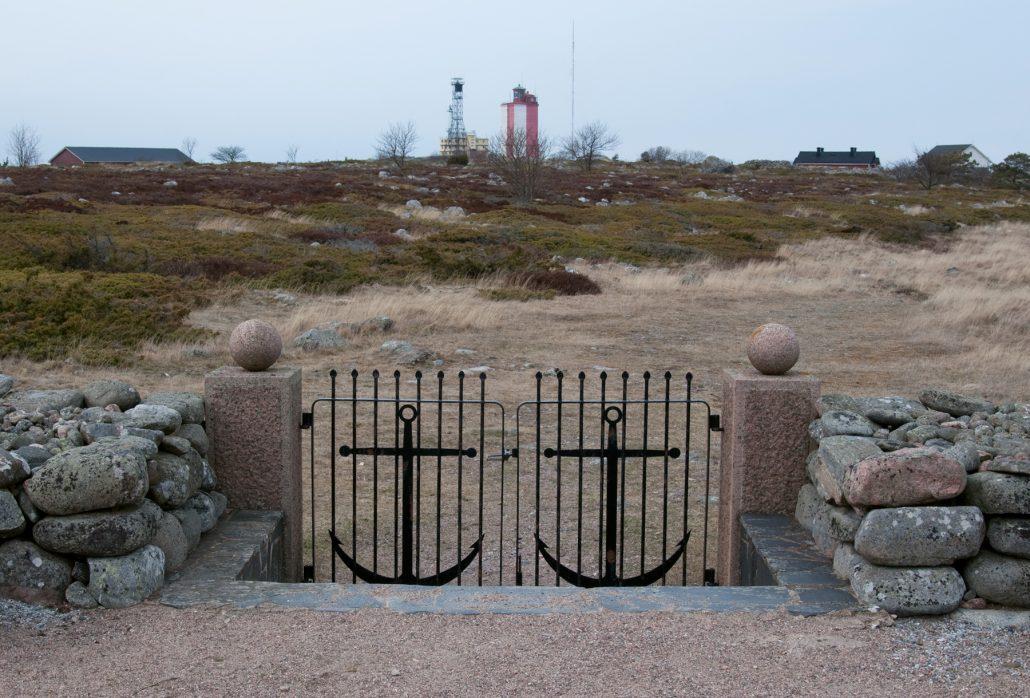 Utön hautausmaa on saaren historiaan nähden nuori.