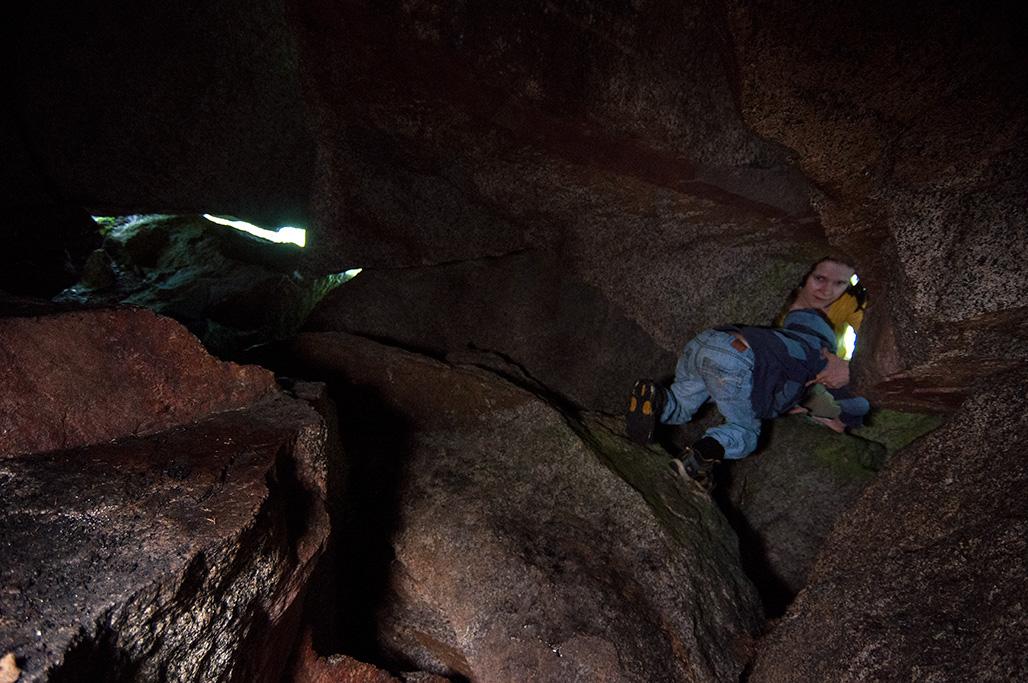 Pienempikin kulkija pääsi helposti luolaan ja sisälle.