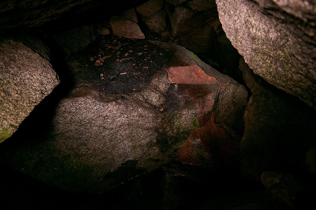 Ei epäilystäkään, luolassa on joku viihtynyt pidempäänkin.