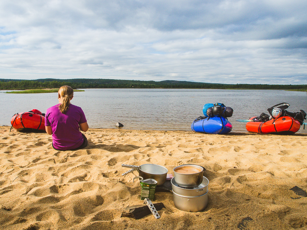 Opukasjärven hiekkarannat Kaldoaivin Erämaa-alueella.