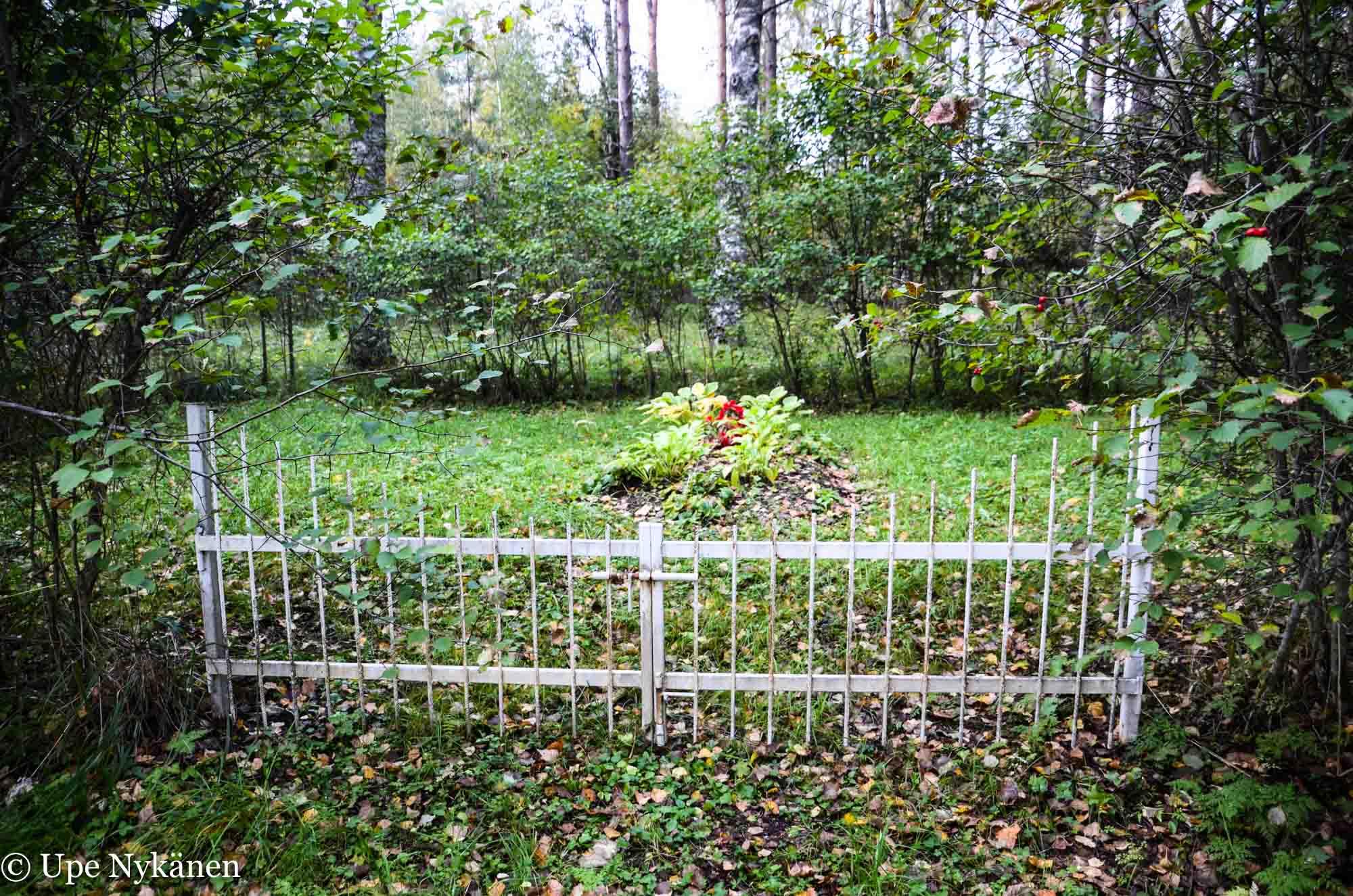 Yksityinen kalmisto kinttupolulla, Liperi