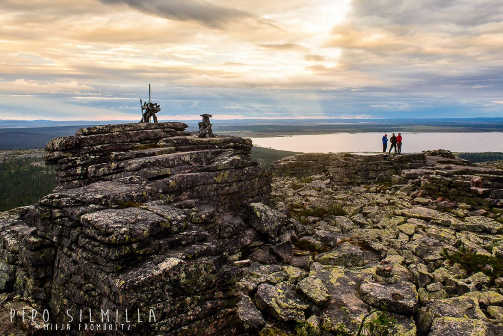 Kiilopäältä reilun puolen tunnin ajomatkan päässä on Pyhä-Nattanen. Kiipesimme sinne pienemmällä poppoolla eräänä kurssin vapaailtana.