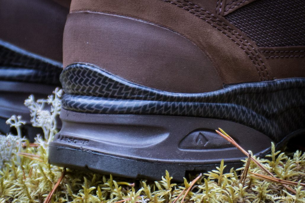 Kannan sideura mahdollistaa kengän käytön myös vaijerisiteiden kanssa.