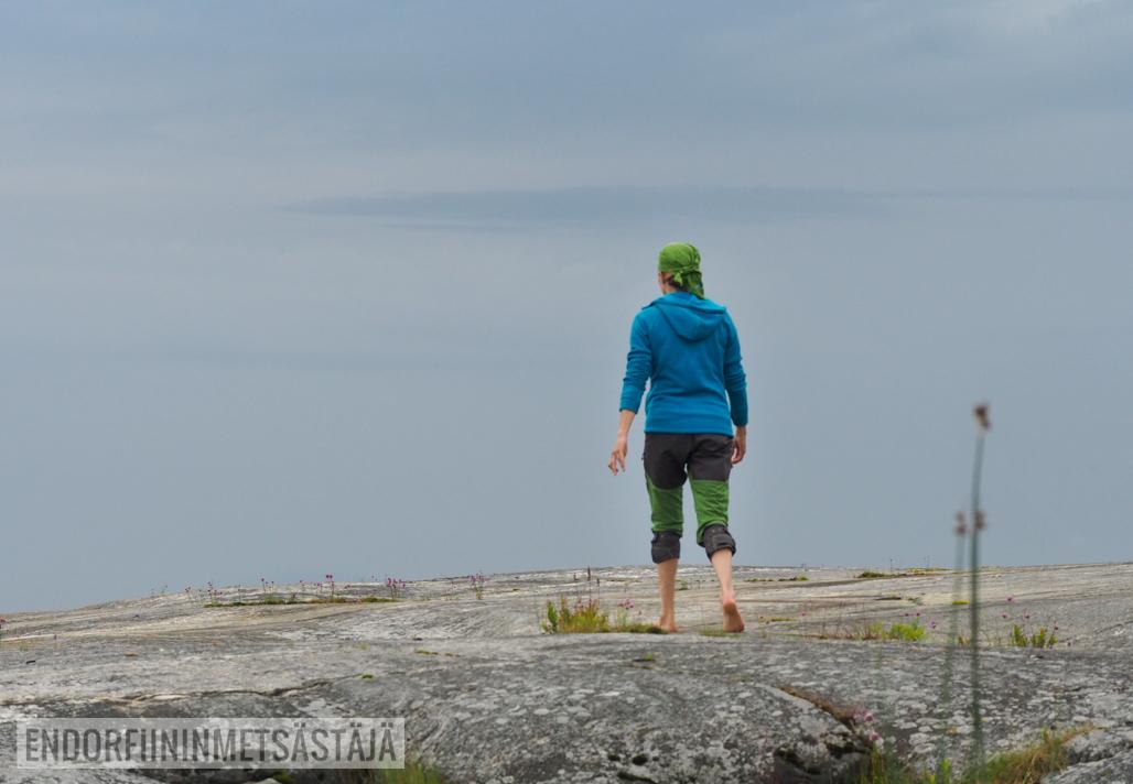 Retkeilijä saaristossa KuvaTerhiJaakkola