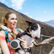 Salomon Outdoor Ambassador Marita Alatalo ja koira