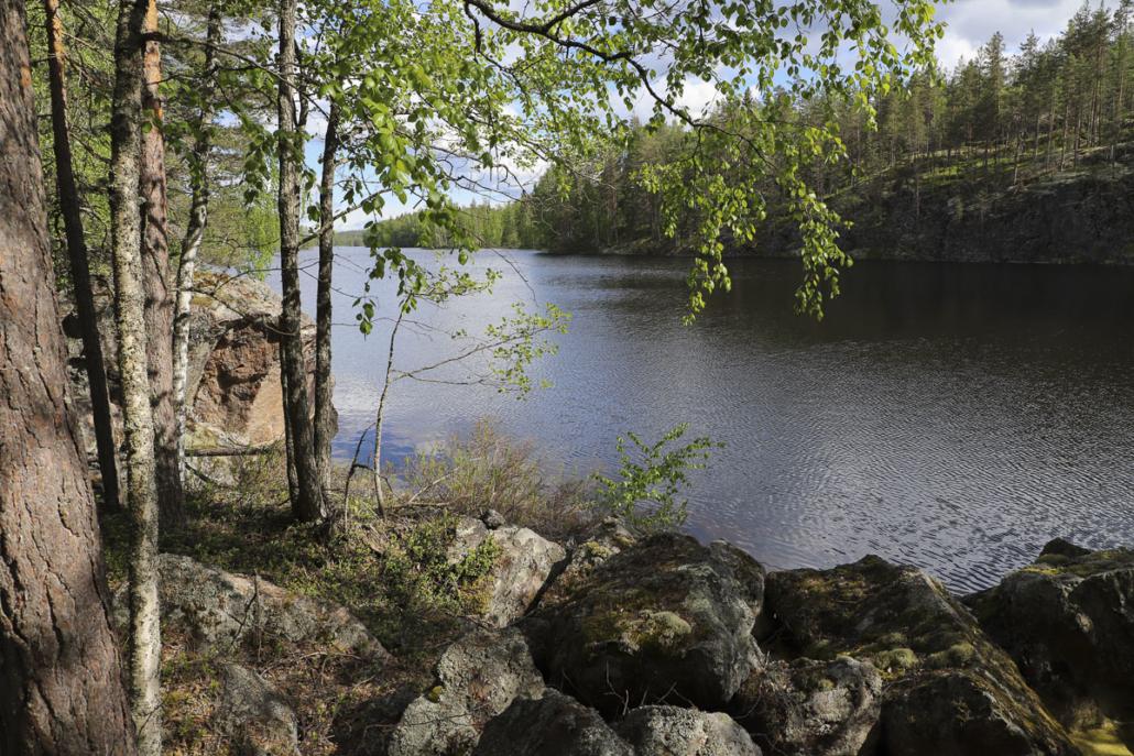 Irja Hannosen polulta avautuvaa järvimaisemaa