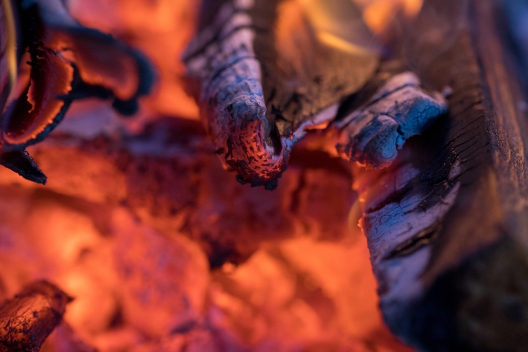 Punaisena hehkuvia hiiliä