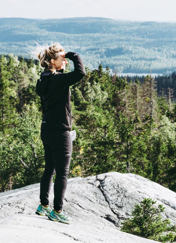 Nea Akka-Kolin huipulla, Pohjois-Karjalan retkeilyhelmet Kuva: Terhi Ilosaari