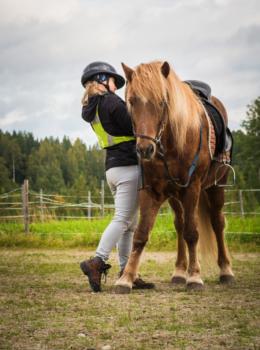 Valmistautumassa issikkaretkelle - Pohjois-Karjalan retkeilyhelmet Kuva: Terhi Ilosaari
