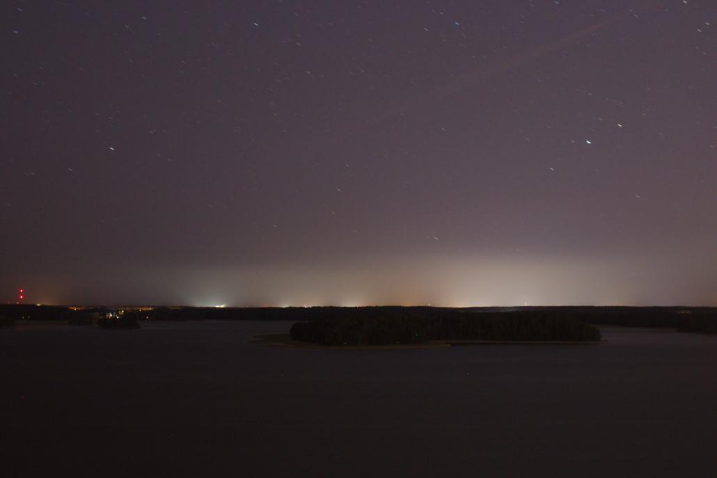 Näkymä Soukan Kasavuorelta pimeälle merelle.