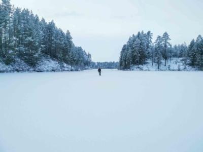 Retkiluistelija talven taikamaassa Kuva: Terhi Ilosaari