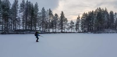 Joulukalenteri 2020: Retkiluistelija Ilomantsissa Kuva: Tom Toivonen