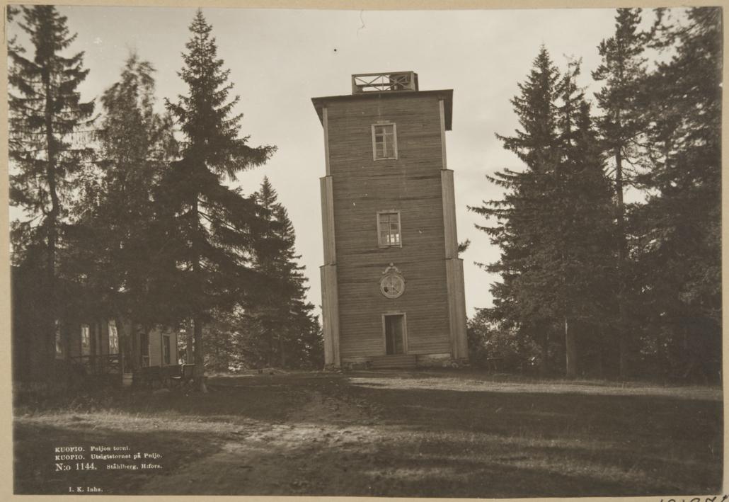Puijon puinen torni ja vahtitupa.